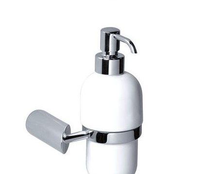 מתקן תלוי לסבון נוזלי/שמפו – בקבוק חרס לבן – סדרת נפטון של חמת